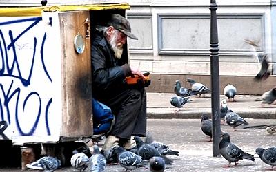 Бомжи в Москве - стоит подавать деньги или не стоит